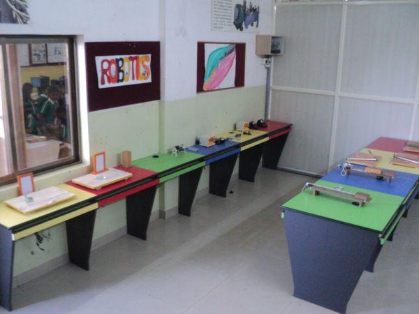 robotics-lab-2jpg0049B0F9-216E-1B16-E97F-794D95773EE7.jpg